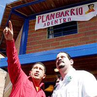Médicos cubanos colaboran con el pueblo venezolano mediante el Plan Barrio Adentro.