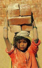 Niños trabajando.