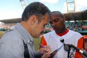Osvaldo Rojas Garay, autor del libro Casos y cosas del béisbol.